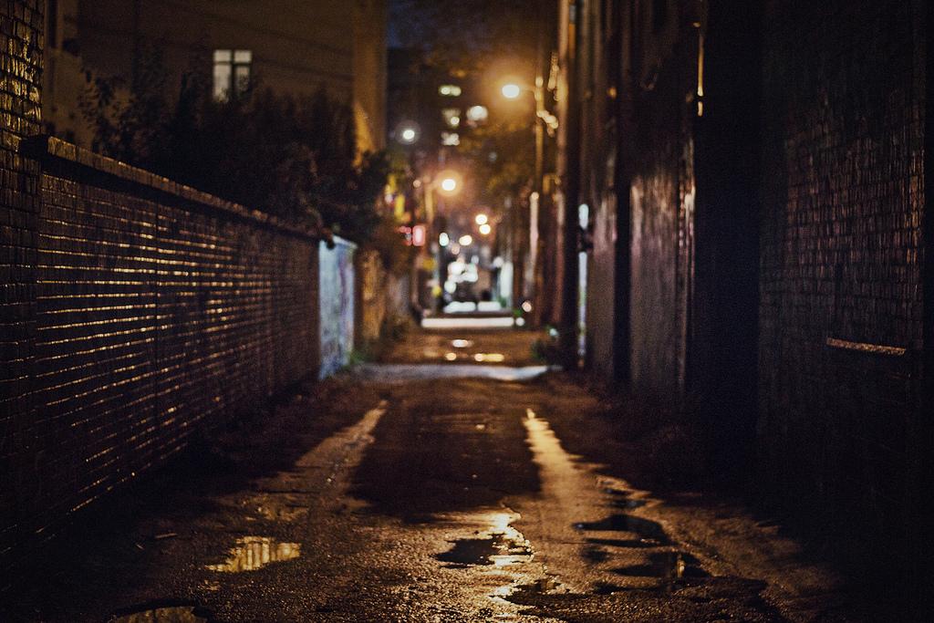 意味怖:暗巷中的女屍 怪談日報