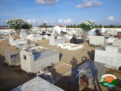 Preparação do cemitério para o dia de finados