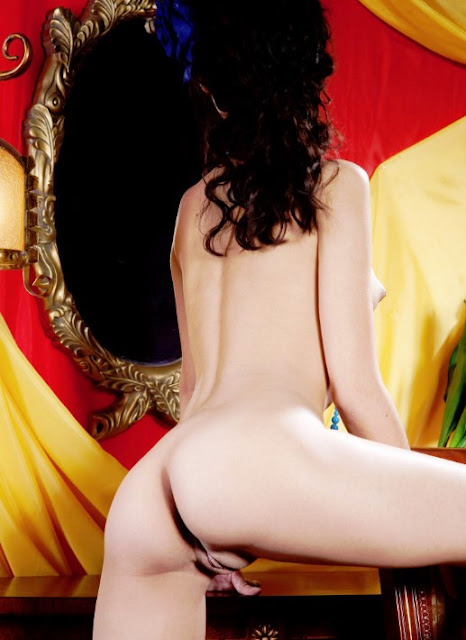 Эротические снимки на www.eroticaxxx.ru Скромная и милая голая девственница эротика с Bettina 18+