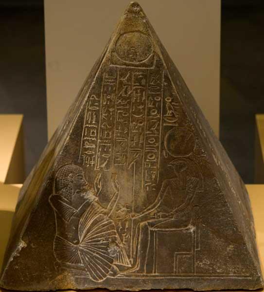 Piramidión de Hori, Imperio Nuevo, Dinastía XVIII, 1350 a. C., piedra caliza