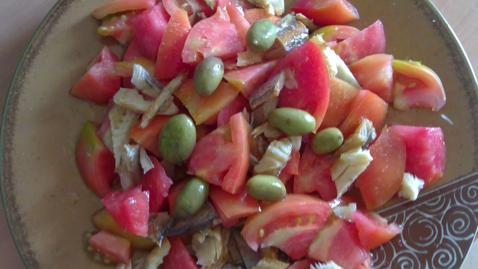 "Tomato with ""capellán"" salad."