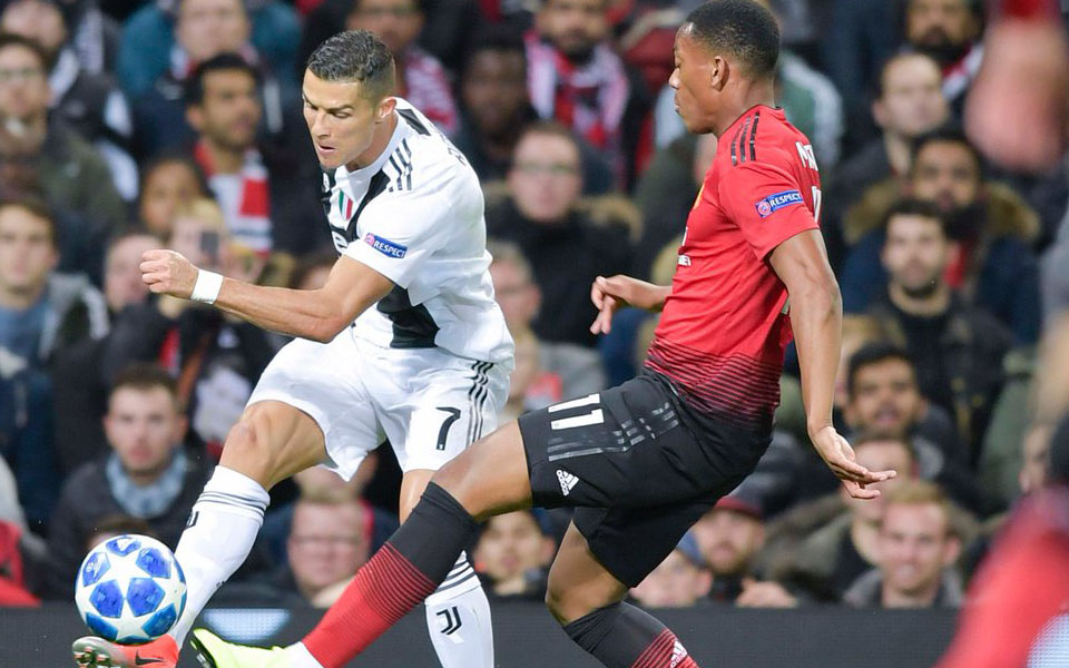 Cristiano Ronaldo Tersentuh Di Old Trafford