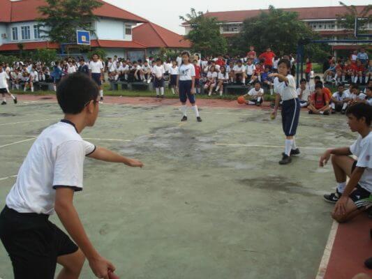 permainan bola kecil kasti