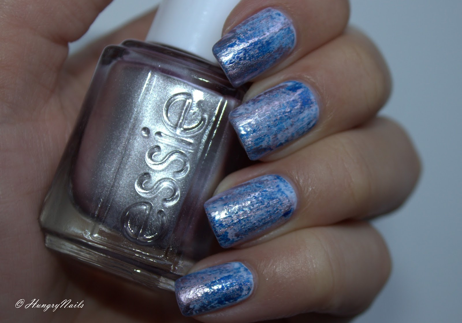 http://hungrynails.blogspot.de/2014/10/blue-friday-distressed-nails-mit-essie.html