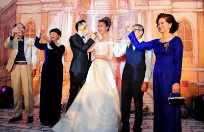 Khi tiệc cưới buffet đang diễn ra bạn nên cho thêm các tiết mục văn nghệ hoặc các trò chơi để không khí thêm vui tươi.