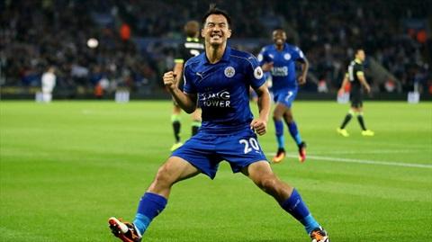 Okazaki kịp trở lại ghi các bàn thắng quan trọng cho Leicester