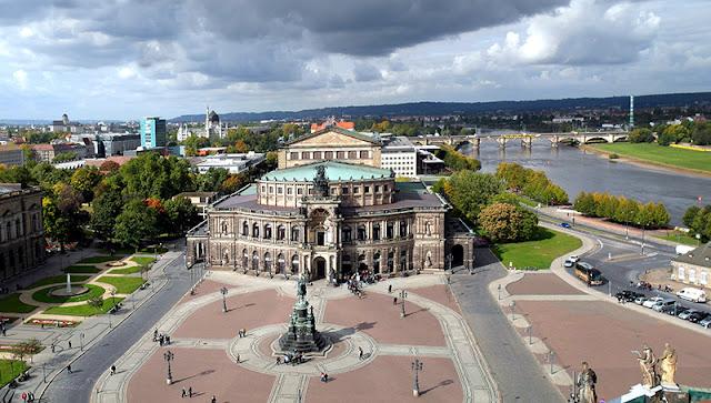 Praça do Teatro em Dresden
