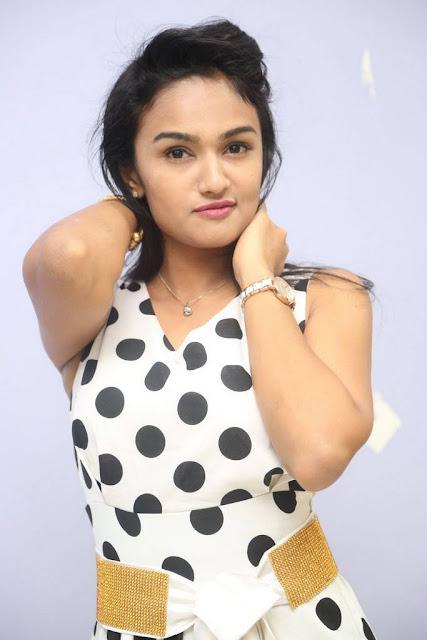 Saveri Stills At Padipoya Nee Mayalo Movie Audio launch