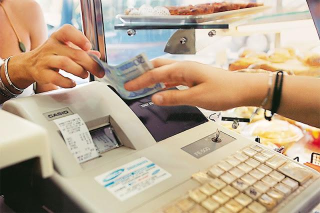 «Όργιο» φοροδιαφυγής σε μπουζούκια, μπαρ, βενζινάδικα και... Facebook
