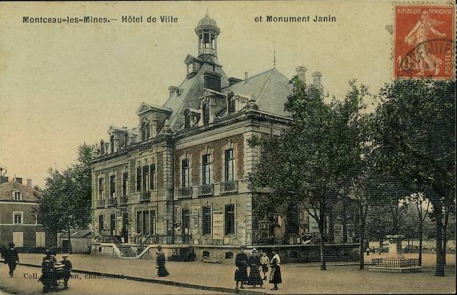 Hôtel de ville de Montceau vers 1900, construit en 1876, où sont installées les deux salles de classe « publiques », bâtiment  financé pour moitié par la Compagnie des Mines de Blanzy. On distingue, sur la droite, le buste du maire Jeannin (CANOPE)