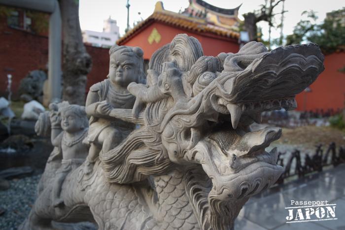Statue dragon chevauché, temple Kôshi-byô, Nagasaki