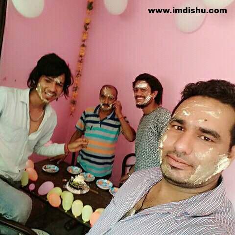 Hansraj Raghuwanshi celebrating his fan's birthday (2017).