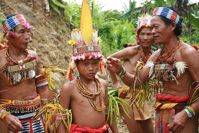 Luar Biasa, Suku-Suku di Indonesia Ini Terkenal Paling Misterius