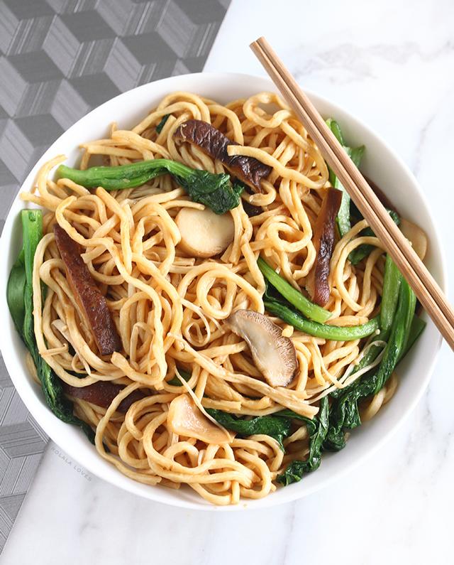 Long Life Noodles. Longevity Noodles, Yi Mein, 伊面, Vegetarian Long Life Noodles