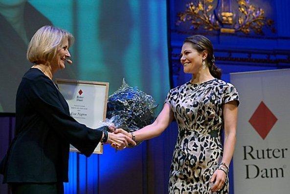 Crown Princess Victoria delivered the Ruter Dam Award at Musikaliska. Princess Victoria wearing her Chanel Calfskin Two-Tone Shoes
