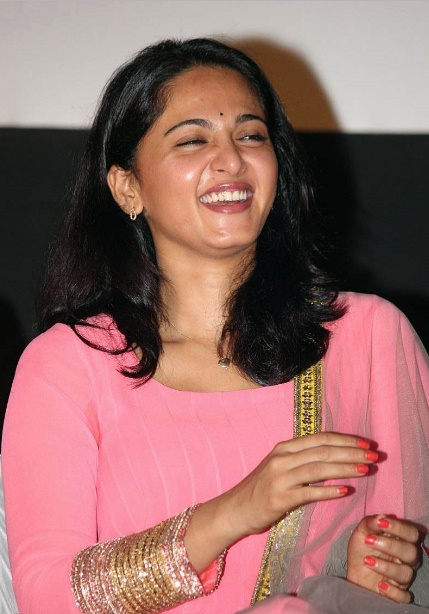 anushka  shetty in pink dress