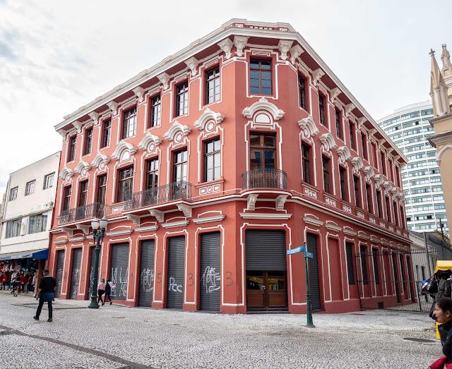 A antiga Casa de Ferragens Hauer, sem os tapumes