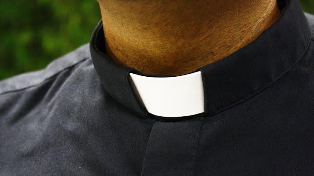 La Iglesia católica absuelve a un cura con VIH que confesó haber abusado 30 niñas