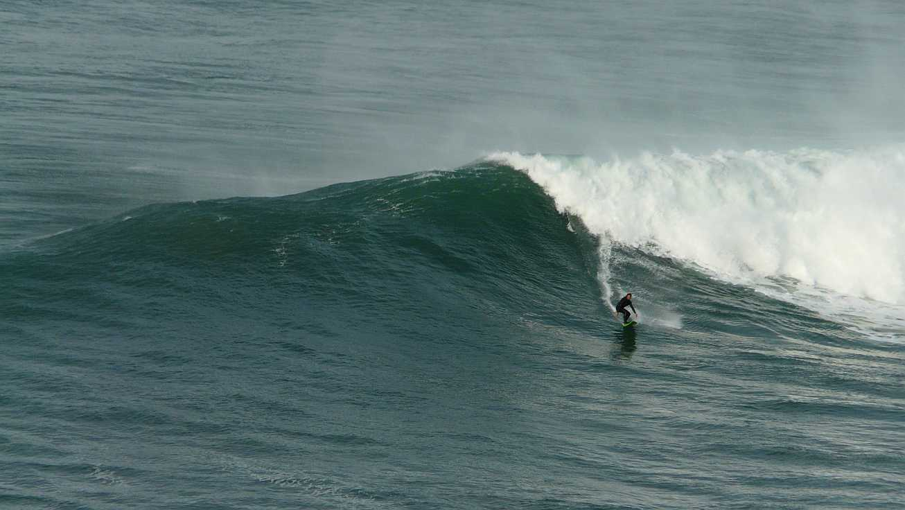 surf menakoz diciembre 2015 olas grandes 01