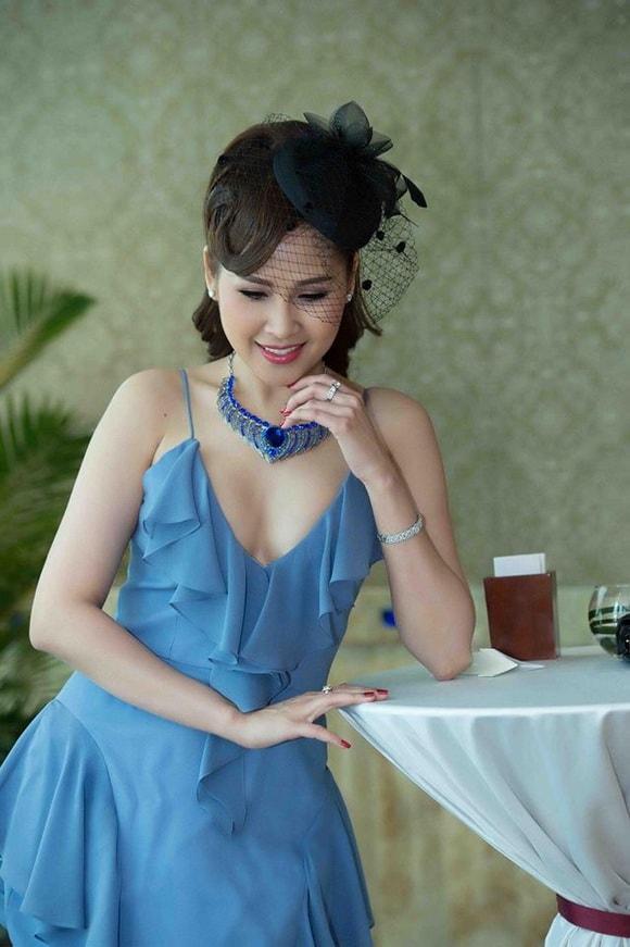 'Gái nhảy' Minh Thư diện váy xanh tiên cá khoe vẻ đẹp gợi cảm tuổi 42 -6