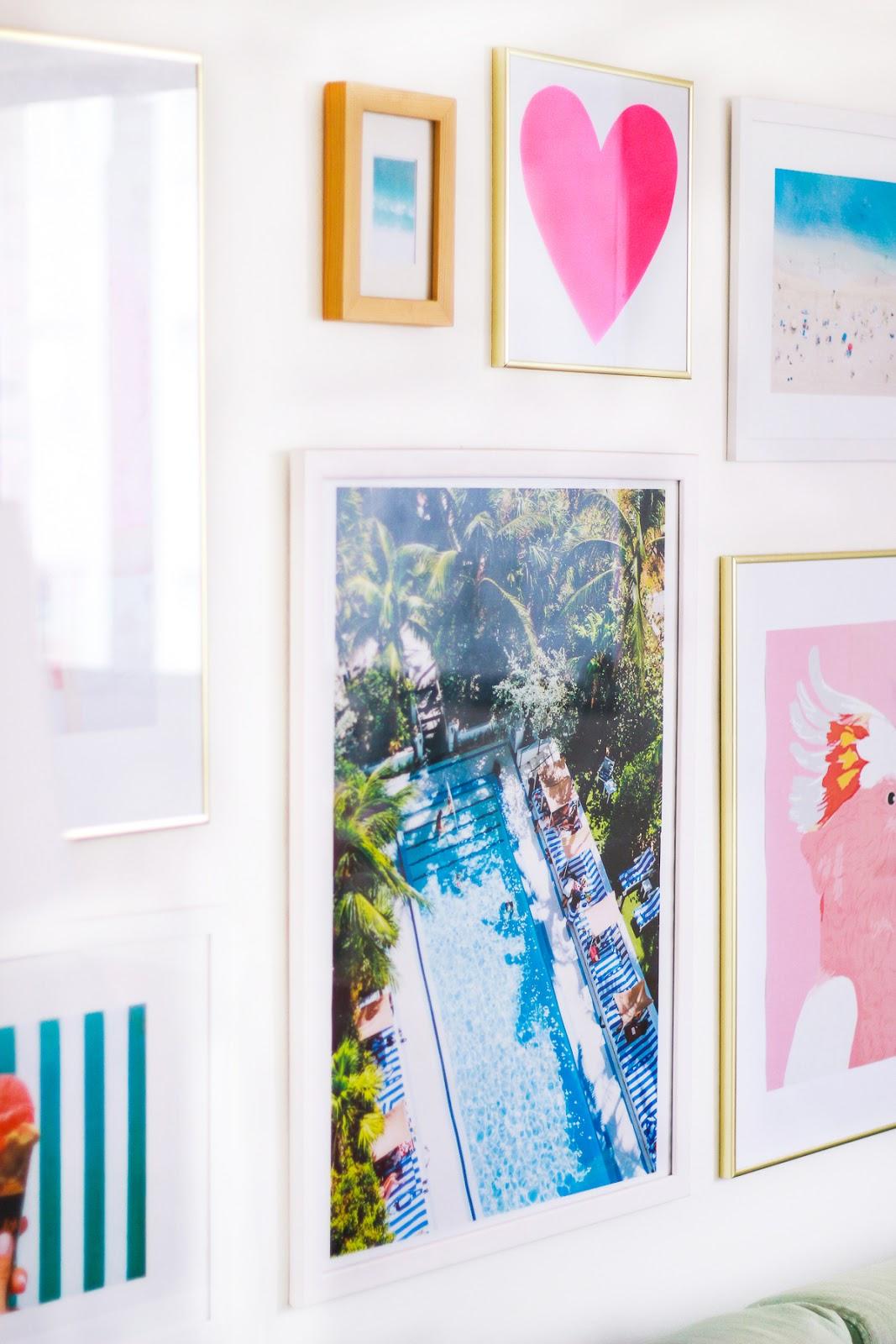 parede de quadros na sala fotografia ilustracao poster molduras