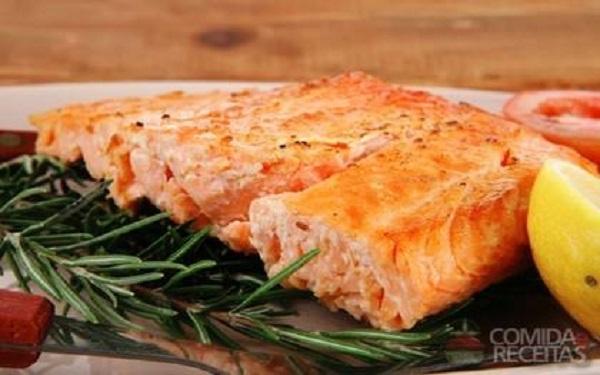 Receita de salmão light ao forno (Imagem: Reprodução/Comida e Receitas)