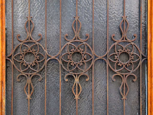 Doorway, ironwork, via Ricasoli, Livorno