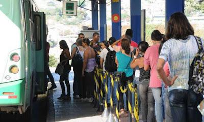 Ônibus de BH terão 'botão do pânico' contra assédio contra mulheres