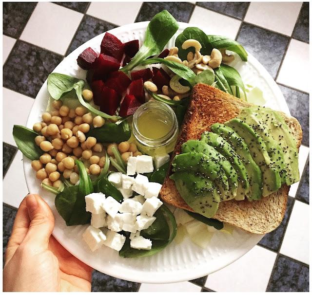 assiettes veggie - oleagineux - pois chiche - avocado toast - graines chia