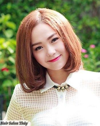 """<img src=""""toc-ngan-uon-cup-duoi.jpg"""" alt=""""kiểu tóc uốn cụp đuôi 2017""""/>"""
