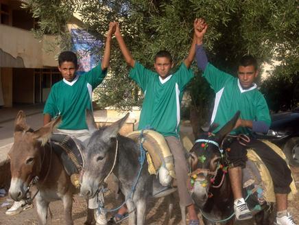 Le Maroc veut organiser la Coupe du Monde avec des ânes et des voitures