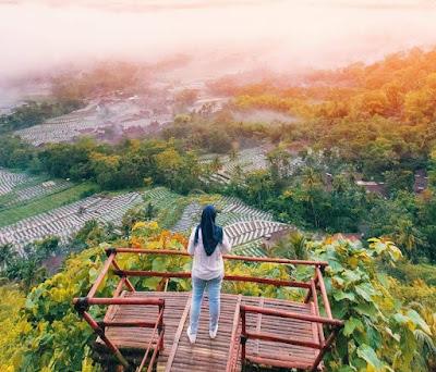 Menegur empat gunung di Punthuk Kendil