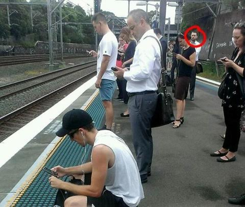 25 Pictures That Prove Technology Is Ruining Society - Looks like there is one guy who gets it.