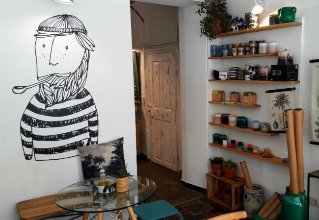 Coffee in Heidelberg, Franz Soupmarine | Happy in Red