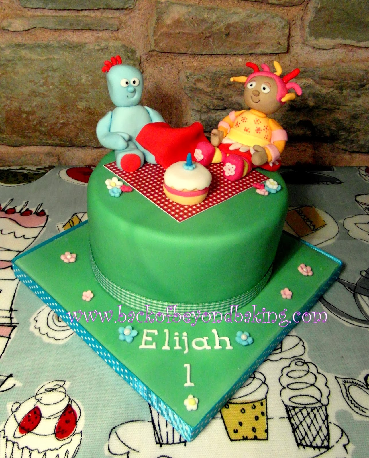 upsadaisy and iggle piggle cake