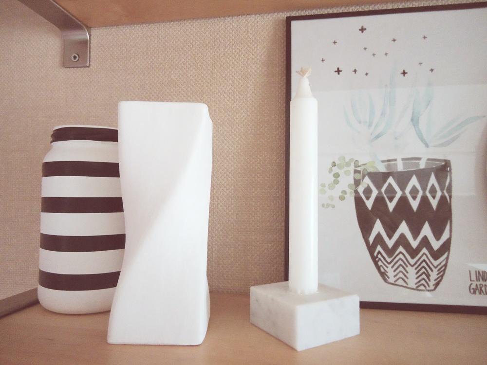 wazon ze słoika w strylu skandynawskim, czarno-biały wazon ze słoika