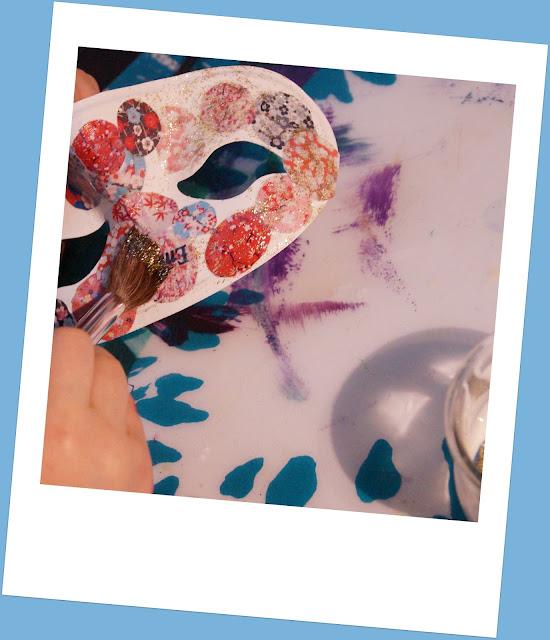 Mon joli petit bureau masque de carnaval japonisant l for Peinture boiro jeu deffet paillettes
