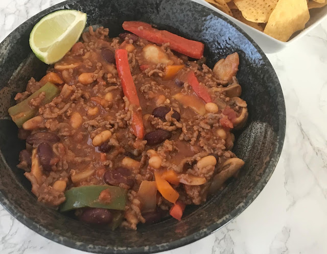 bowl of chilli and tortilla crisps