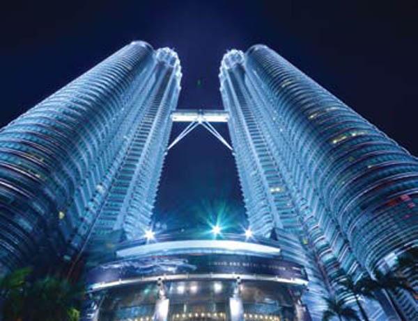 tinggi Menara Kembar Petronas