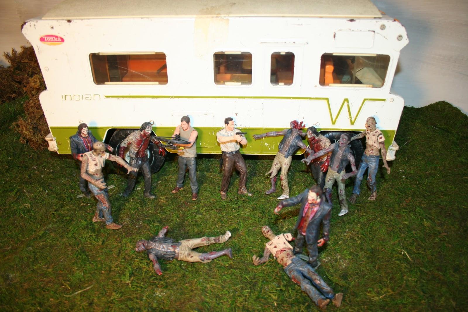 G I Jigsaw Walking Dead Diorama Dale S Rv