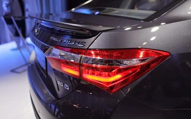 toyota corolla altis 2015 toyota tan cang 2 -  - Đánh giá Toyota Corolla Altis 2014 - Phượng hoàng lột xác