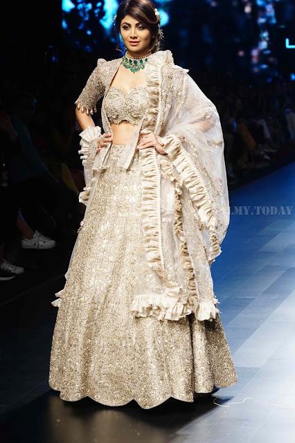 Shilpa Shetty Lakme Fashion Week Sexy Pic