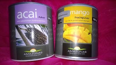 Acai Pulver und Mango Fruchtpulver