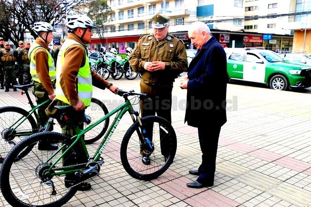 Carabineros con Alcalde de Osorno