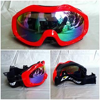 sky/snowboarding