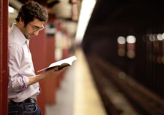 الوسيلة الثالثة: تحديد وقت ثابت للقراءة واستغلال الفراغات البينية