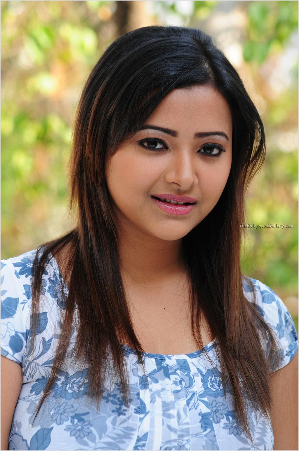 Telugu Cinema Wallpapers Swetha Basu Prasad Telugu Tamil -8203