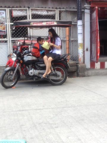 VIRAL ► This UE Student Went Viral After She Open-Heartedly Taught Street Children. A Real Beauty Inside and Out!