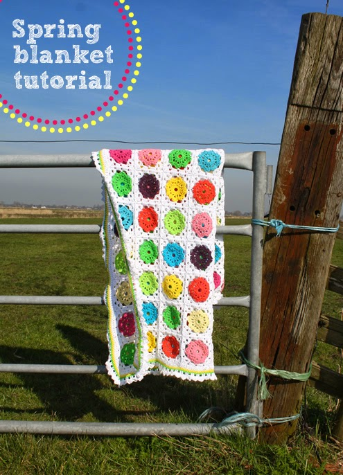 Crochet blanket: flowers in squares, free pattern | Happy in Red