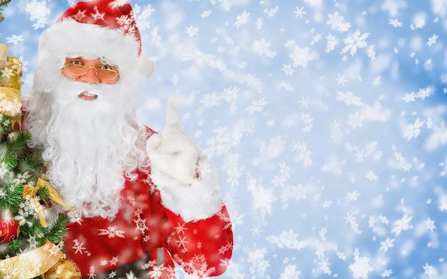 Blauwe kerst achtergrond met sneeuw en de kerstman